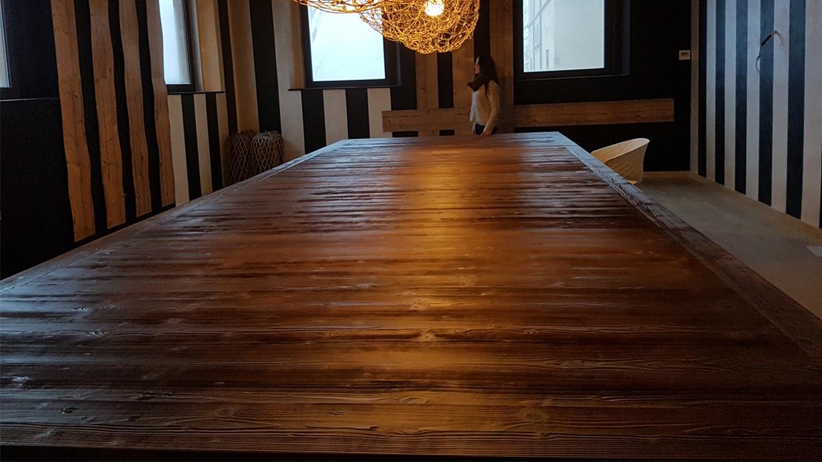 Taula de fusta d'avet raspallat