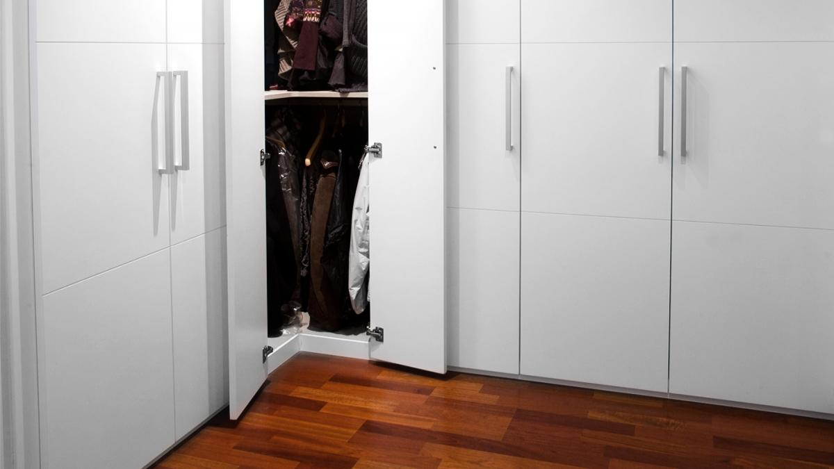 Armari raconer amb portes batents