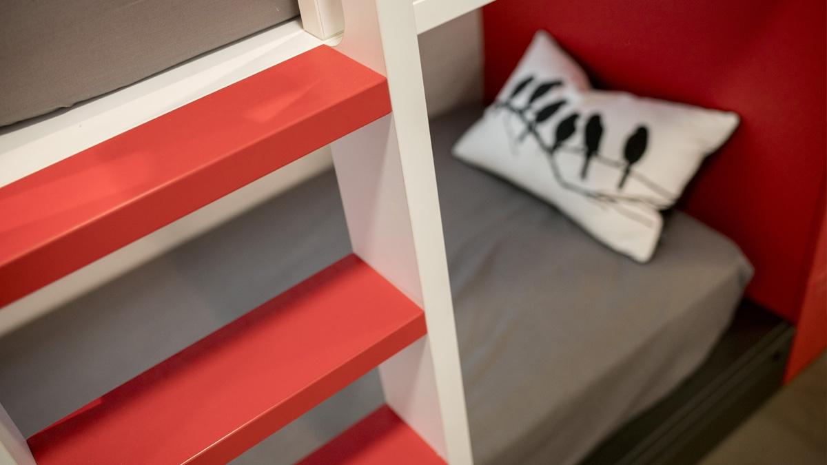 Dormitori juvenil amb llitera tipus tren
